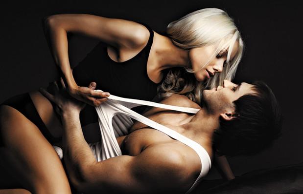 eroticheskoe-foto-devushek-na-dache