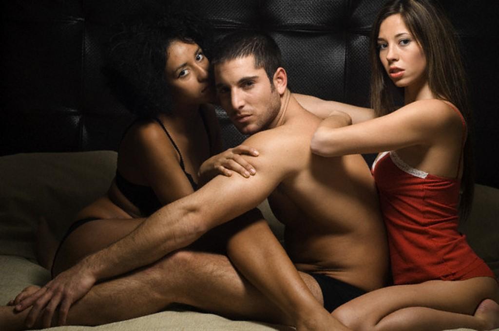 gruppovoy-seks-pokazat